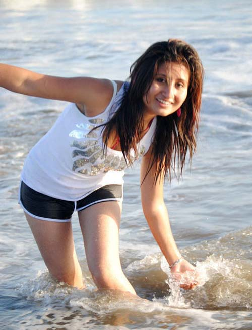 Nepali singer Anju Panta Picture in sea