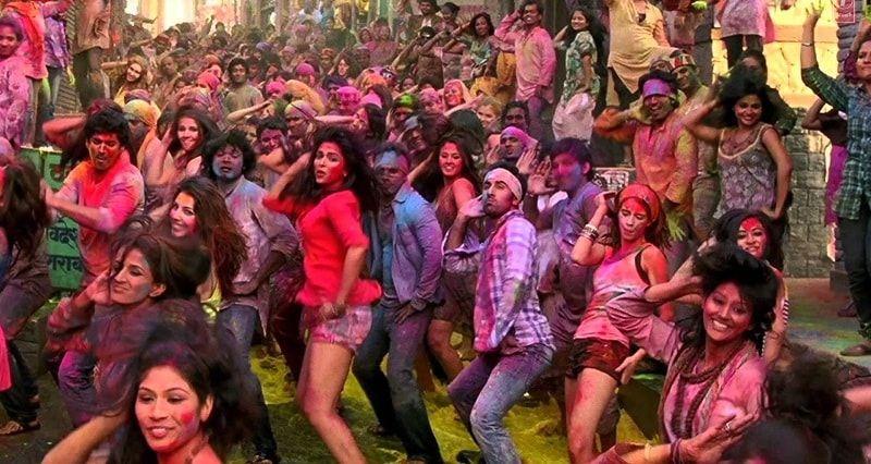holi dance with crowd