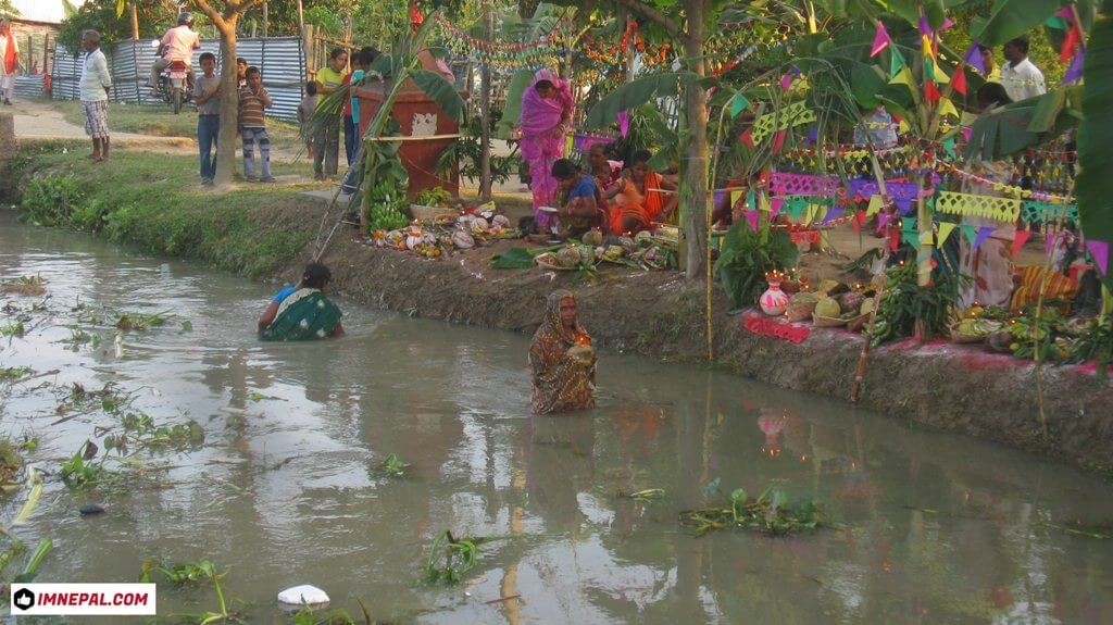 Chhath Puja Images bathing
