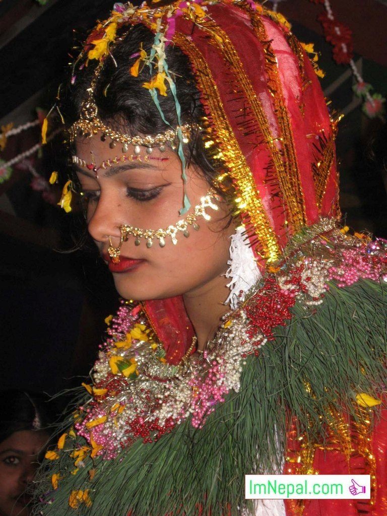 a beautiful bride in swayambar marriage bibah Madhesh Terai Mithila Nepal Image shadhi marriage shaadi bibah shayari messages wishes sms quotes images cards dulhin photo