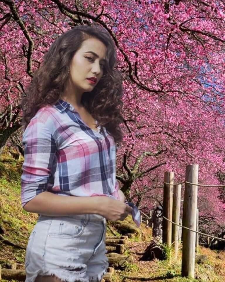 Beautiful Nepali Girl Image