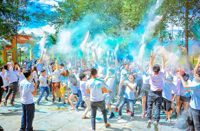 people throwing blue powder at Holi festival of Hindu