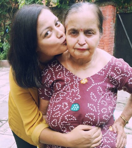 Richa sharma with her mother