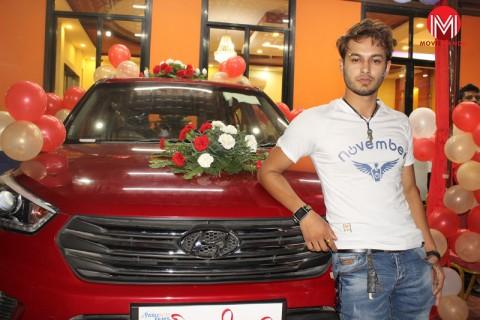 pradeep khadka was gifted a Hundai car by Mr. Sen