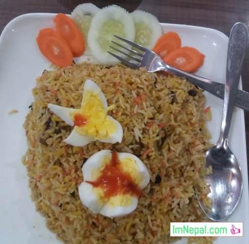 chicken biryani with egg image