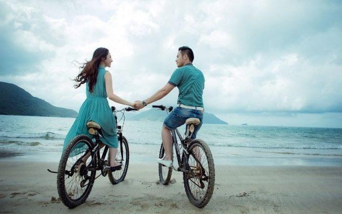 couple lovers beach cycle boyfriend girlfriend