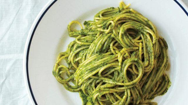 Spaghetti in pesto sauce recipe food
